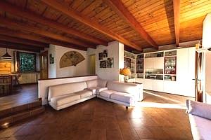 Villa castiglioncello villa in val di cecina for Arredamento club prive
